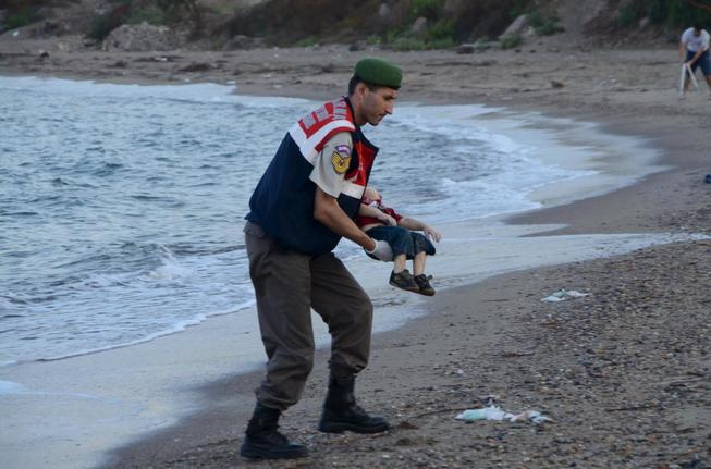 a-turkish-gendarmerie-carries-a-young-migrant-who-drowned-in-a-failed-attempt-to-sail-to-the-greek-island-of-kos-in-the-coastal-town-of-bodrum-turkey